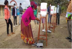 Etiopia  Prime prove dei lavandini a pedali forniti da ActionAid
