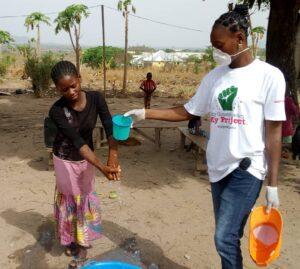 Senegal Diffondiamo le istruzioni per lavare le mani contro la diffusione del virus.