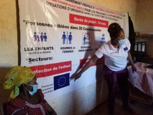 Congo Prepariamo le donne della comunità a diffondere le informazioni anti-contagio.