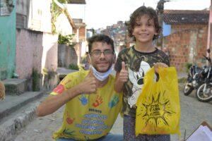 Brasile Kit scolastici ai bambini che non possono andare a scuola