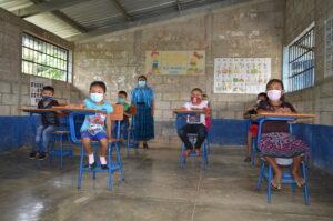 Guatemala  In attesa della riapertura delle scuole, incontriamo piccoli gruppi di bambini.
